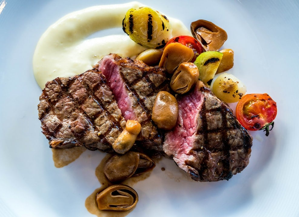 in Eis gelegtes rohes Rib-Eye-Steak