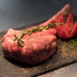 Tomahawk Steak würzen