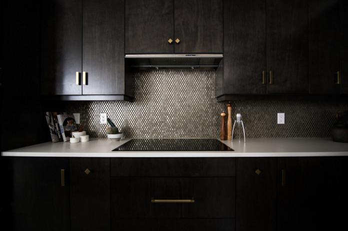 Induktionskochfeld in der Küche reinigen